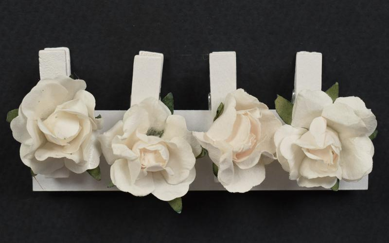 Декоративни  щипки с рози -  4 бр.- бели