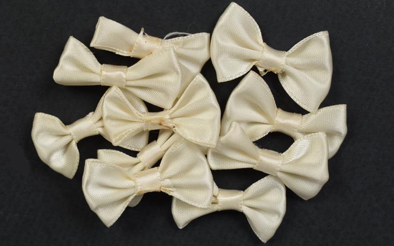 Декоративни панделки от сатен - екрю - 10бр. 4х2 см.