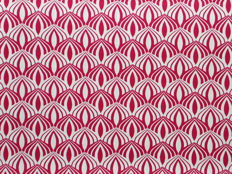 Памучен плат Poplin малинови орнаменти на бял фон 50 х 50 см