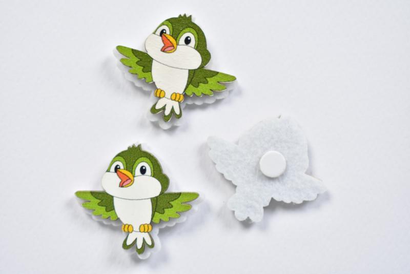 Птичка зелена от дърво и филц самозалепваща 4х3,5 см - 3 бр